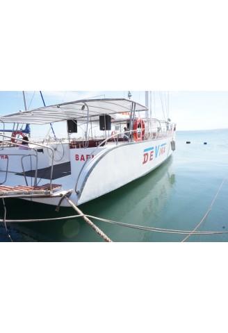 Яхта Девика